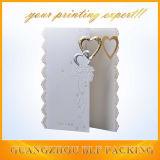 Diseño de tarjeta de papel Wedding con la ventana del corazón
