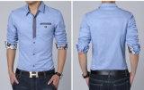 Втулка способа длинняя залатала напечатанную тканью рубашку людей