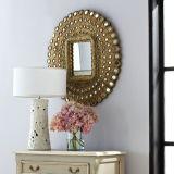 장방형 미러와 작은 둥근 미러로 강조되는 고대 금박 프레임