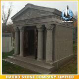 Gang in het Mausoleum van 6 Crypt met Gesneden Standbeeld