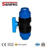 La válvula PP de la instalación de tuberías de los PP verdad la vávula de bola de la unión