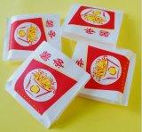 주문을 받아서 만들어진 감자 튀김 종이 봉지 또는 음식 종이 봉지