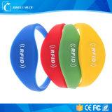 2016 più nuovo Wristband registrabile del silicone RFID di frequenza ultraelevata di certificazione del Ce