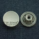 明白なジーンズの摩耗の金属は衣服のためのボタンを除去する