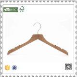 De houten Hanger van de Broek van de Hanger van het Kostuum van Kleren met Klemmen