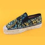 Ботинки Espadrille платформы вышивки Slip-on женщин моды куря плоские для повелительниц