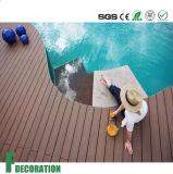 Plancher composé en plastique en bois UV de paquet de diverses couleurs de prix concurrentiel anti