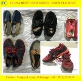 Ein verwendete Sport-Schuhe/zweite ordnen Handschuhe mit niedrigstem Preis