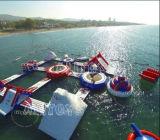 Sosta di galleggiamento gonfiabile dell'acqua della nuova spiaggia gigante per la spiaggia