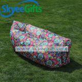 新しい解放された日曜日の快適な屋外のおおいの膨脹可能な空気ソファー