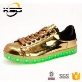 多彩なLace-upダンスの靴PUの革耐久財LEDの照明靴を防水する