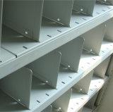 Prateleira de armazém com prateleiras de aço