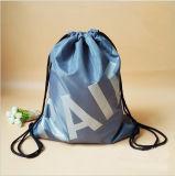Le polyester estampé par logo fait sur commande promotionnel folâtre le sac de cordon