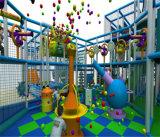 Campo de jogos interno do tema do gelo do divertimento do elogio para miúdos