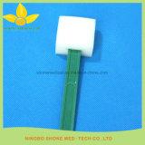 Éponge de nettoyage de blessure sur des fournitures médicales de bâton