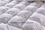 優れた白いガチョウの慰める人の羽毛布団かキルト