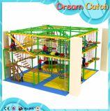 Cordas engraçadas que escalam o desenvolvimento externo para o centro da atividade dos miúdos