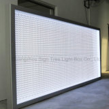 Panneau-réclame de publicité fixé au mur de cadre léger du centre commercial DEL