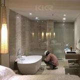 Vasca da bagno di superficie solida indipendente della stanza da bagno moderna dell'hotel di Kkr