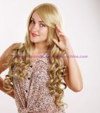 금발 색깔을%s 가진 긴 꼬부라진 합성 머리 가발