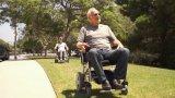 Spitzen1-second, das elektrischen Rollstuhl mit justierbarem Gegenständer faltet