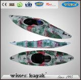 Der schnelle einzelne Kajak sitzen im weißes Wasser-Kajak/im Kanu/im Minigeschwindigkeits-Boot