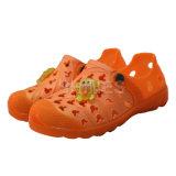 Chaussures oranges de jardin d'EVA avec l'ornement de singe pour des enfants