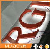 Lettres d'intérieur de signe éclairées à contre-jour par solides solubles de miroir