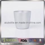 Чашка алюминиевого цвета металла выпивая