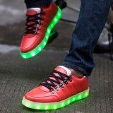 2016年の中国の工場方法は人の女性のためのLEDの靴USBの再充電可能なケーブルをつける