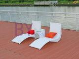 Tipo sala de estar ao ar livre da curvatura de Q do Chaise do terraço da associação da praia do lazer