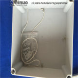 IP67는 플라스틱 전원 분배 상자를 방수 처리한다