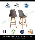 Новые прозрачные пластичные стулы