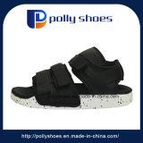 L'acquazzone di caduta di vibrazione del Velcro del Mens mette in mostra i sandali piani
