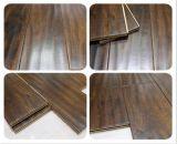 Plancher de bois dur d'acacia gratté par main