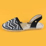 Sandali bianchi e neri dei sandali delle signore della cinghia delle scarpe di tela dell'involucro casuale della caviglia della banda