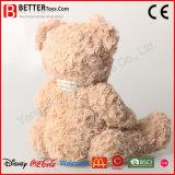 Urso novo do brinquedo do animal enchido em um laço de curva