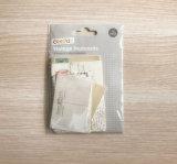 白いカードのペーパーが付いている創造的な型の郵便はがき