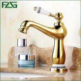 Robinet de bassin de salle de bains de peinture d'or de Flg avec le levier de fleur