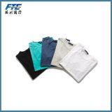UR 로고를 가진 공백 t-셔츠 또는 관례 t-셔츠