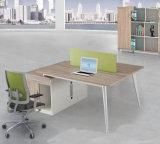 Bureau de bureau en mélamine en bois avec station de travail et écran