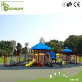 Parque de diversões ao ar livre para miúdos