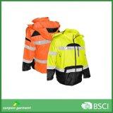 Rivestimenti riflettenti di sicurezza di inverno arancione degli alti uomini di visibilità