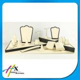 O piano preto envernizou o indicador luxuoso personalizado da jóia para lojas