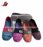 卸売のためのカスタマイズされたキャンバスの注入の女の子のスリップオンの靴
