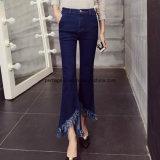 Нога высокого качества прелестно широкая задыхается тонкие джинсыы повелительниц джинсовой ткани