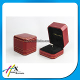 Коробка деревянного кольца ювелирных изделий упаковывая с изготовленный на заказ логосом