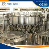 びんによって炭酸塩化される飲み物満ちるキャッピング機械