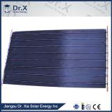 El panel de energía solar de la placa plana de 2 Sqm con el titanio azul y la capa cromada negra