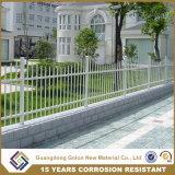 安く装飾的な錬鉄の塀